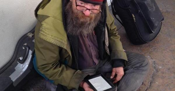 homeless man given a kindle